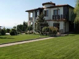 Дом в 15 км от Варна, Болгария с видом на озера и леса