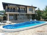 Двухэтажный дом с бассейном в 5 км от курорта Албена и моря. - фото 1