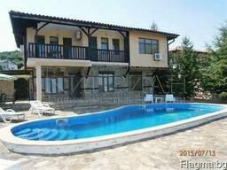 Двухэтажный дом с бассейном в 5 км от курорта Албена и моря.