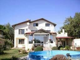 Двухэтажный дом в 18 км от Варны.