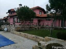 Двухэтажный дом с бассейном в 16 км от Варны