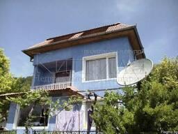 Трехэтажный дом недалеко от дворца в Балчике